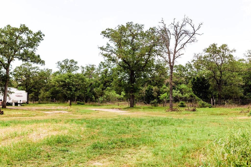 Pending | 1630 Wood Haven  DR Waelder, TX 78959 10