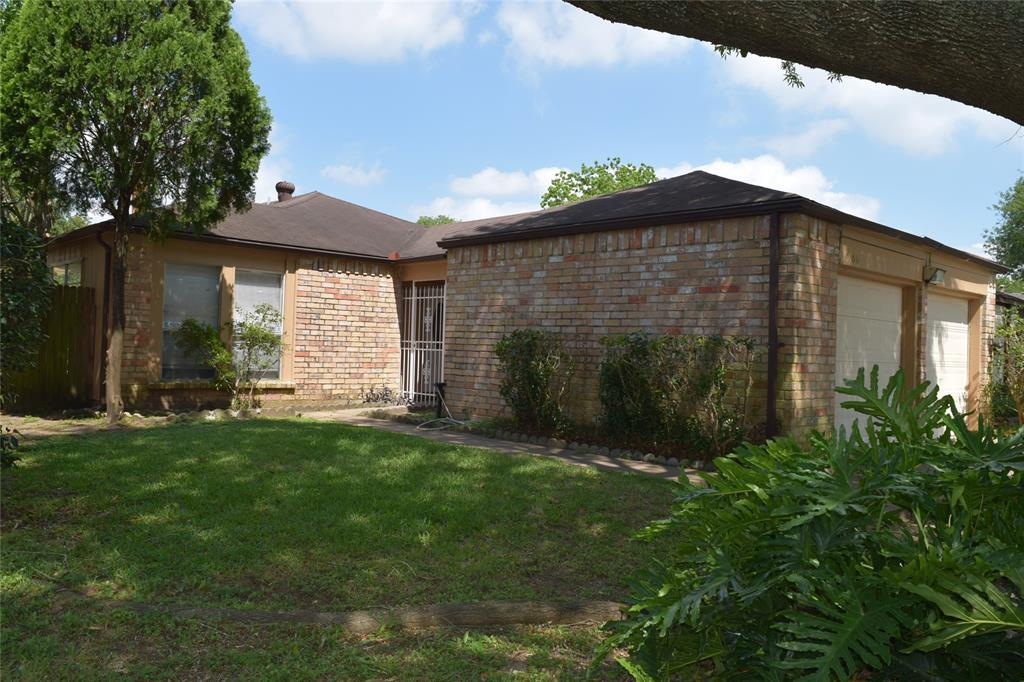 Pending Continue to Show | 9006 Kindlewood  Drive Houston, TX 77099 0