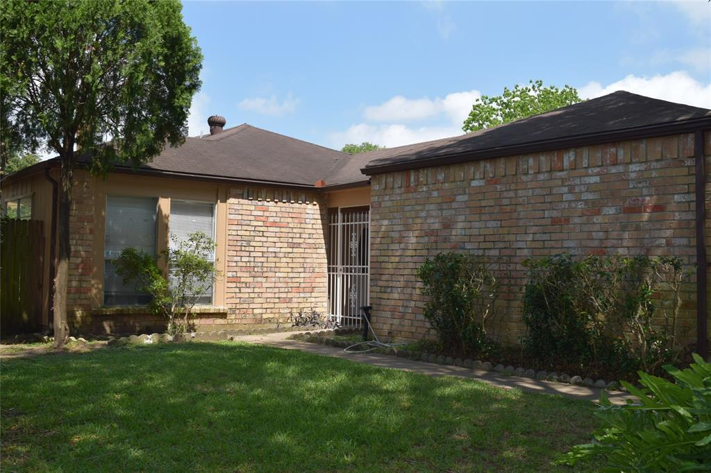 Pending Continue to Show | 9006 Kindlewood  Drive Houston, TX 77099 1