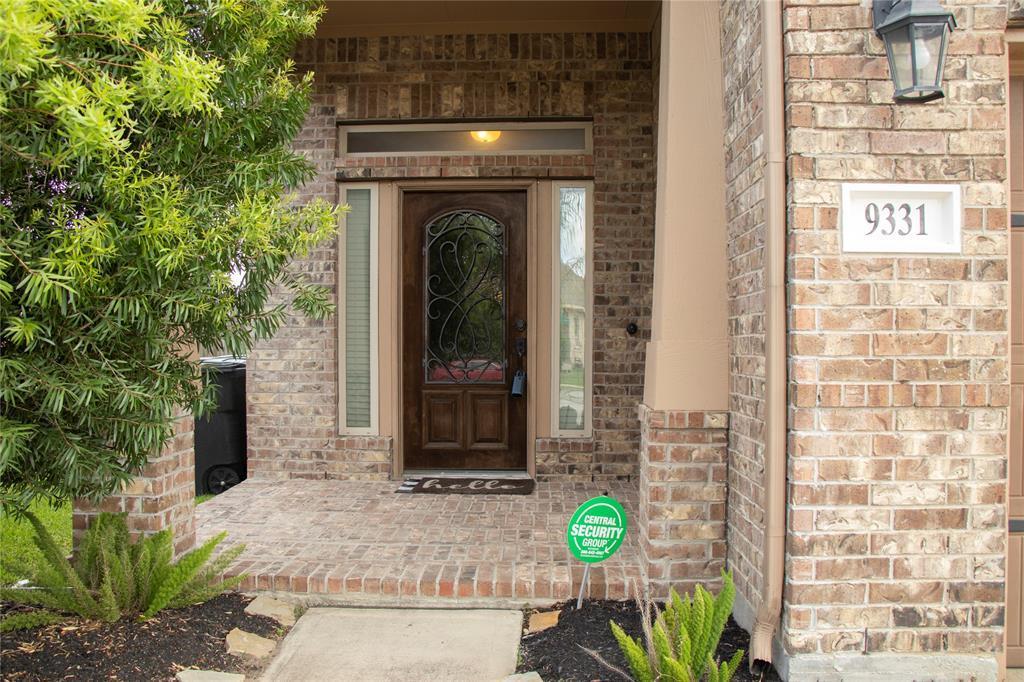 Pending | 9331 Fuqua Ridge Lane Houston, TX 77075 4