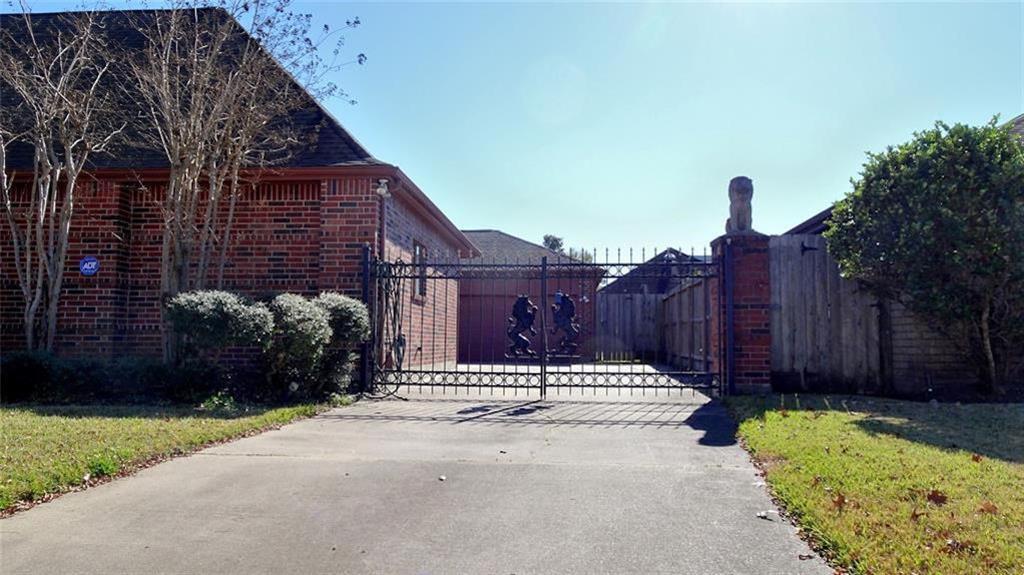Active   12119 Burgoyne  Drive Houston, TX 77077 1