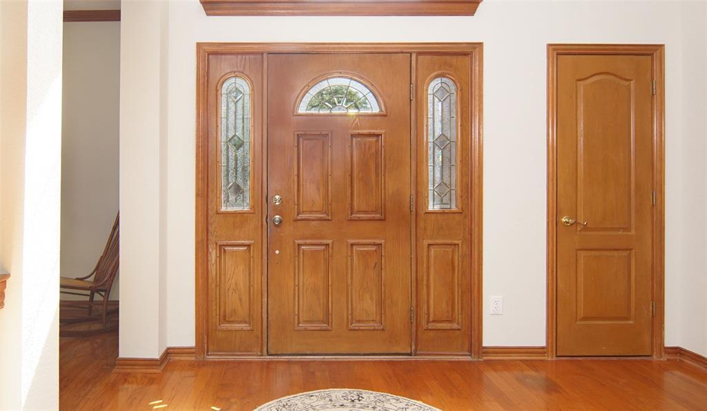 Sold Property   2004 Ridgemont  Court Arlington, TX 76012 5