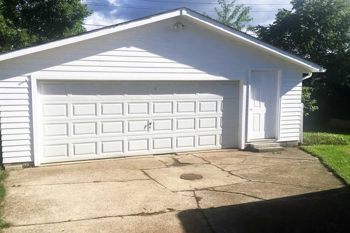 For Sale   1006 Judie Drive Cleveland, OH 44109 24