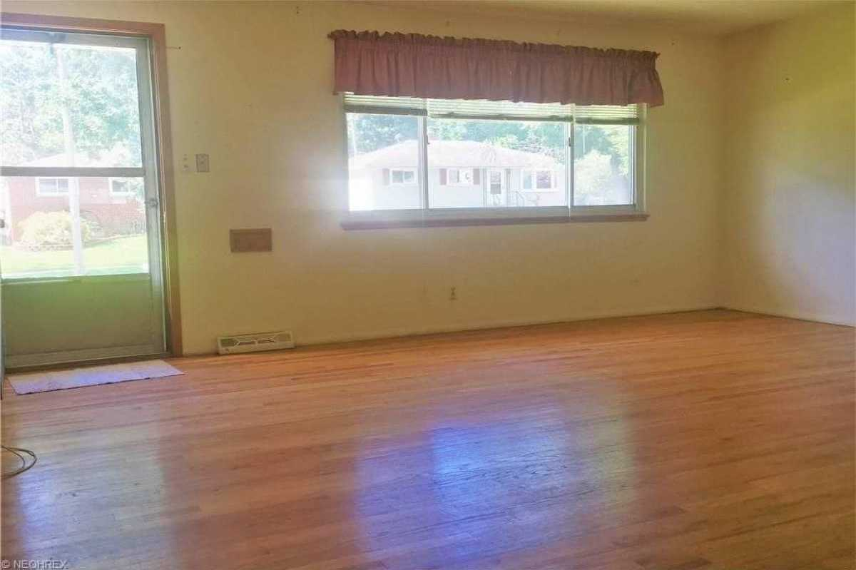 For Sale   1006 Judie Drive Cleveland, OH 44109 7