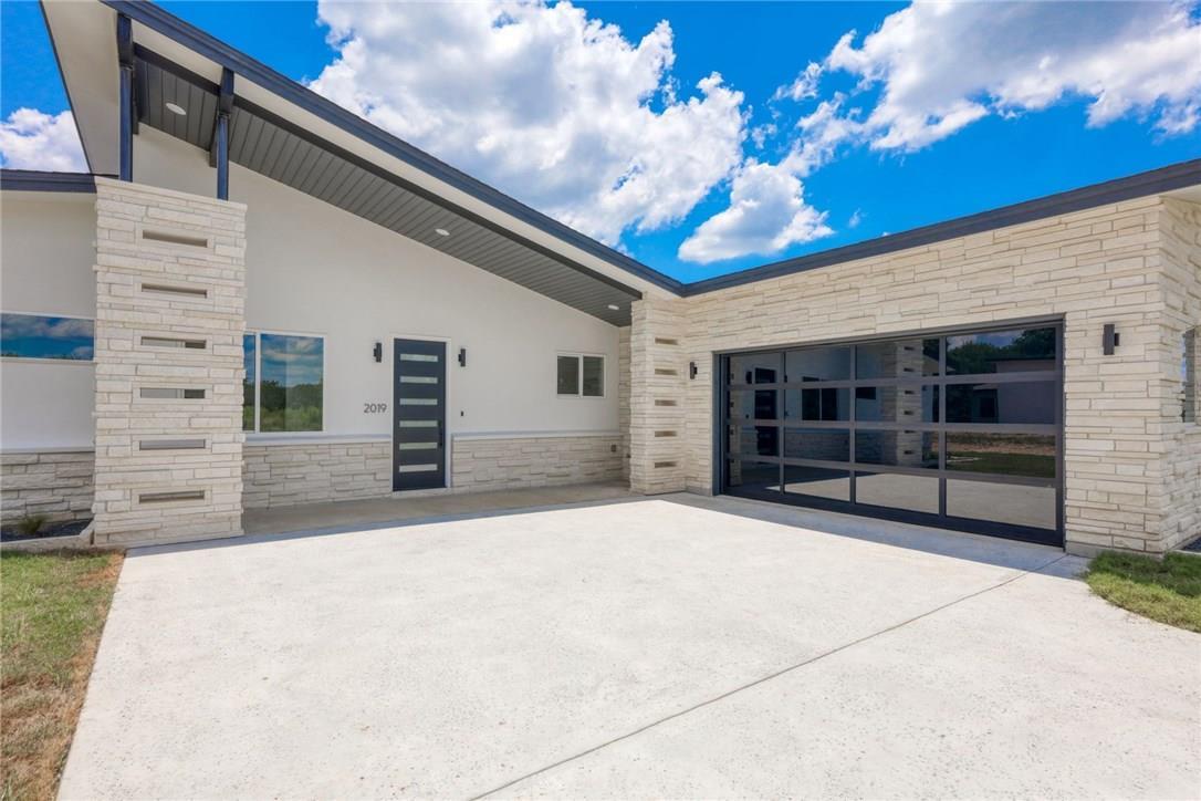 Active | 2019 American  Drive Lago Vista, TX 78645 3