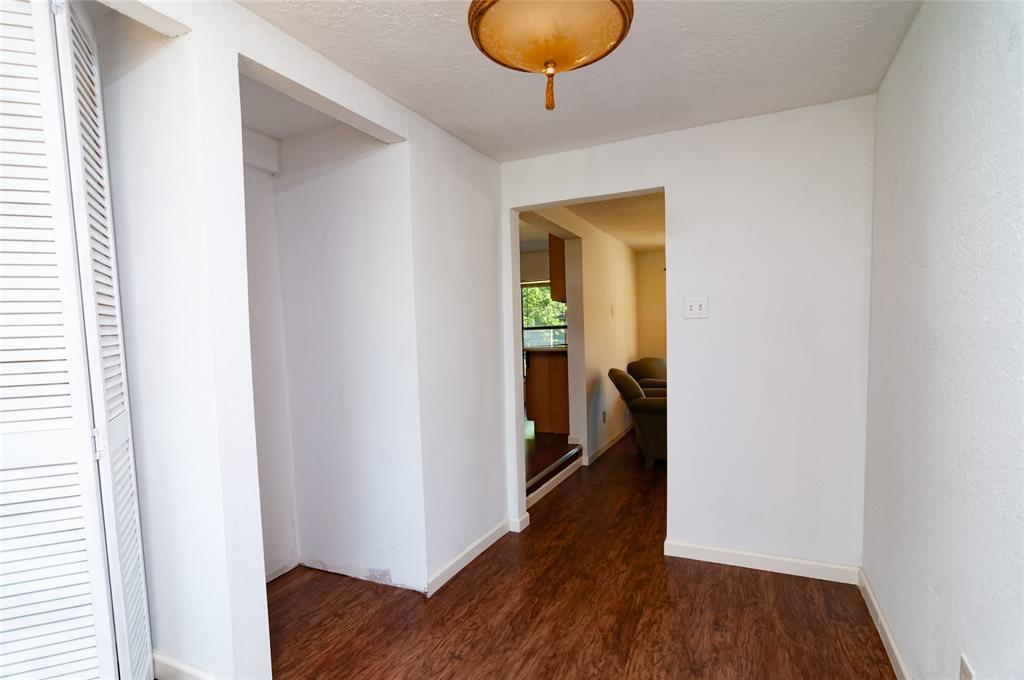 Pending | 1515 W Lobitt  Street Alvin, TX 77511 12