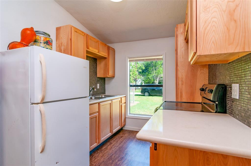 Pending | 1515 W Lobitt  Street Alvin, TX 77511 6