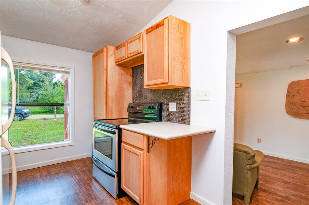 Pending | 1515 W Lobitt  Street Alvin, TX 77511 9