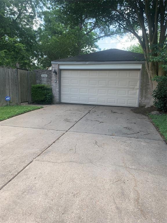 Pending | 10207 Foxrow Lane Houston, Texas 77064 2