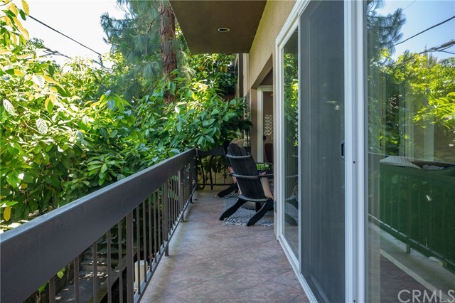 Closed | 1870 Kelton   #103 Los Angeles, CA 90025 5