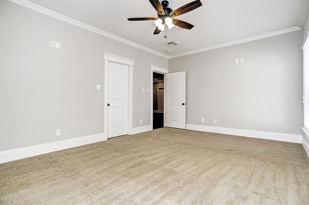 Active   975 W 42nd  Street Houston, TX 77018 39