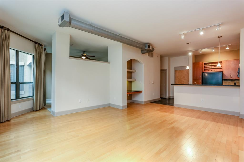Active | 1901 Post Oak  Boulevard #2108 Houston, TX 77056 9