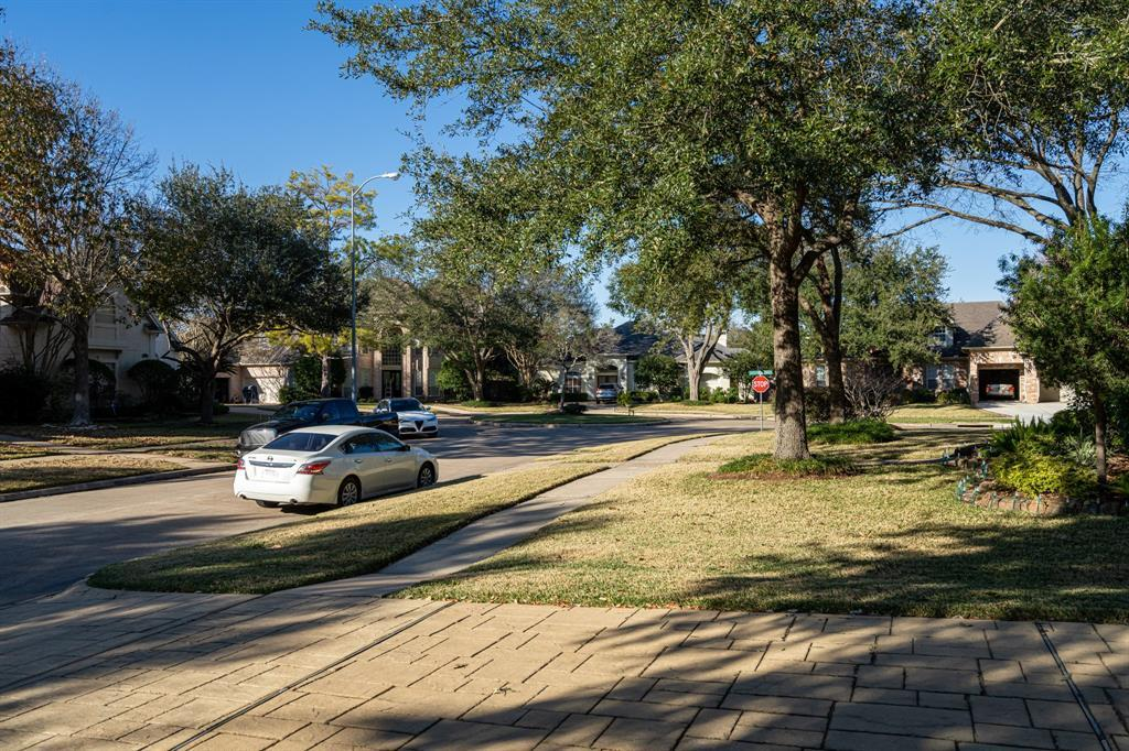 Pending | 13726 Ashley  Run Houston, TX 77077 40