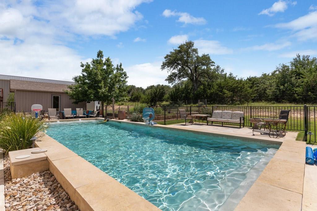 Pending | 417 Beauchamp Dripping Springs, TX 78620 32
