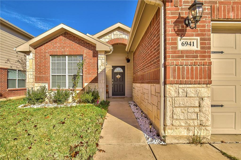 Sold Property | 6941 Sylvan Meadows Drive Fort Worth, Texas 76120 2