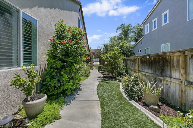 Closed | 13766 Hollowbrook  Way Eastvale, CA 92880 35