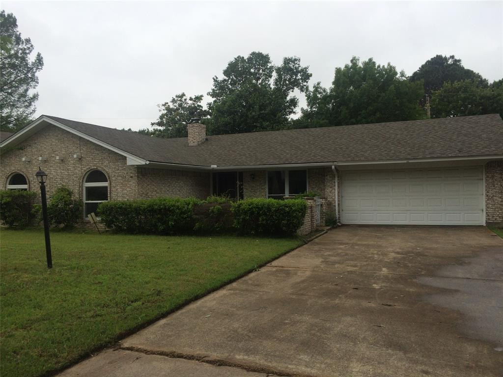 Leased | 806 Cornish Oak Court Arlington, TX 76012 1