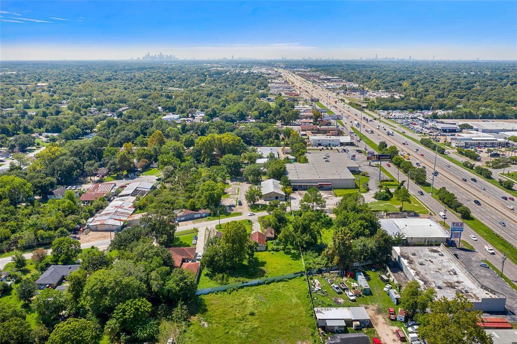 Pending | 610,608 Blue Bell  Road Houston, TX 77037 2