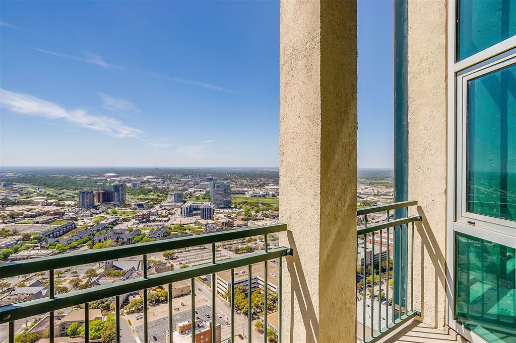 Active | 500 Throckmorton Street #3506 Fort Worth, Texas 76102 16
