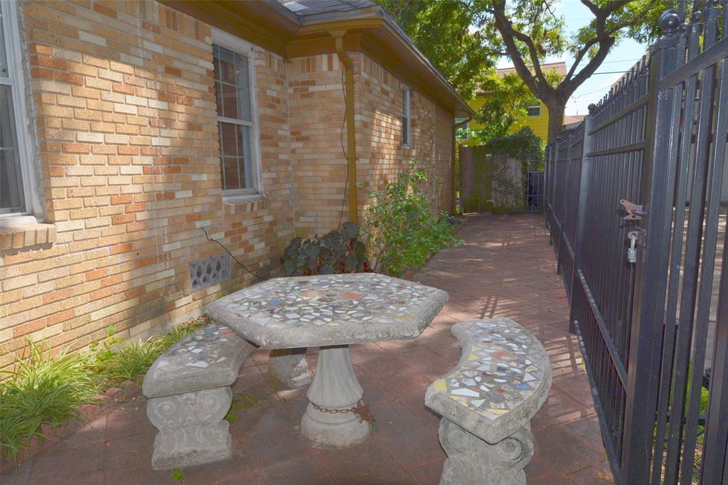 Active | 2141 Colquitt Street Houston, Texas 77098 24