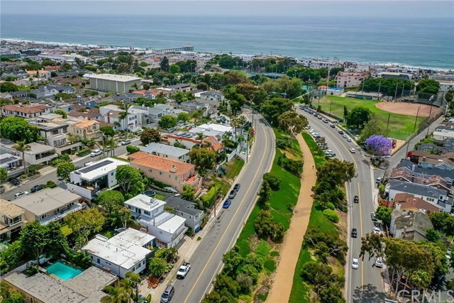 Active Under Contract | 1944 N Ardmore  Avenue Manhattan Beach, CA 90266 2