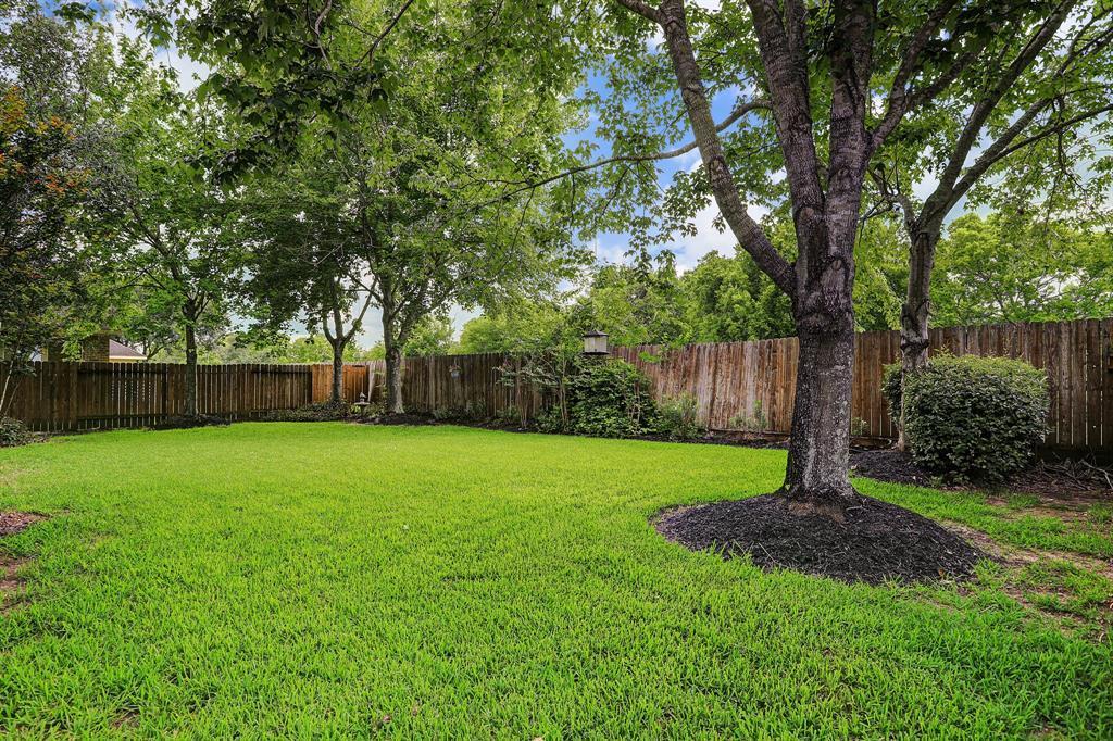 Pending   5903 Grovesnor  Street Pearland, TX 77584 31