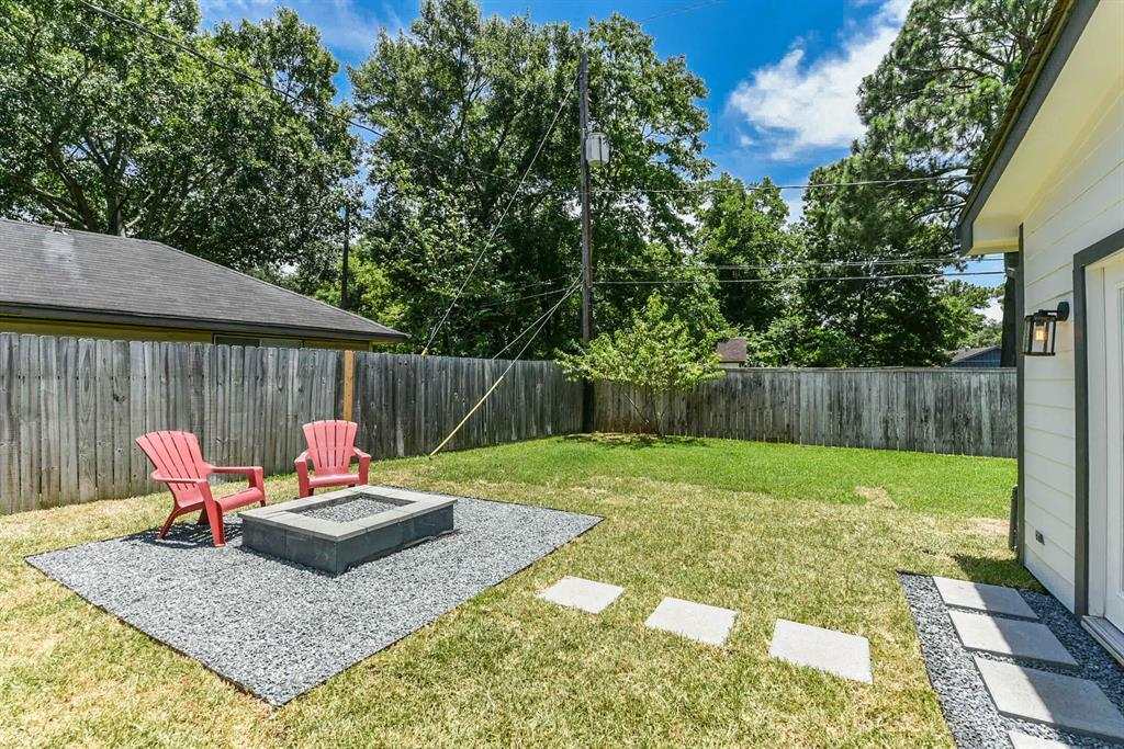 Pending Continue to Show | 5907 Hewitt  Drive Houston, TX 77092 12