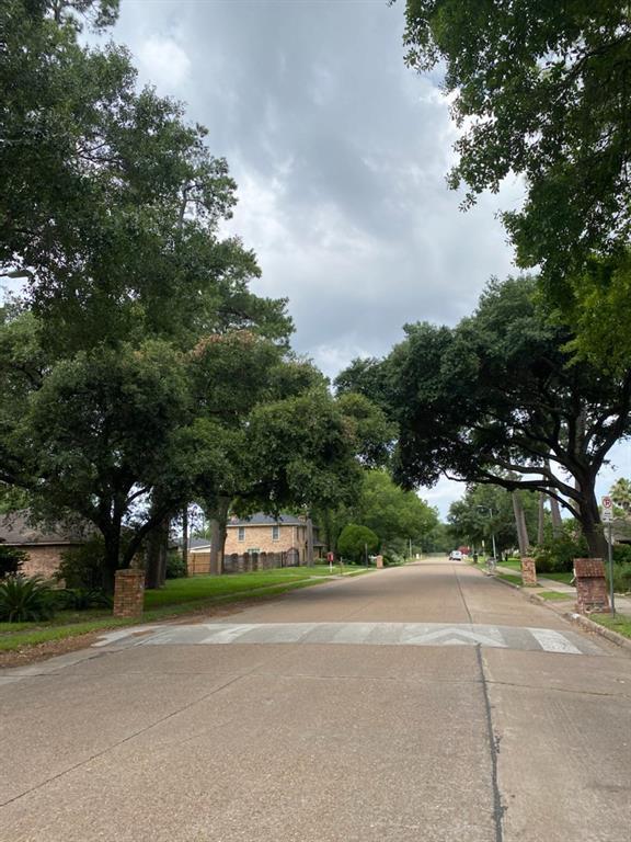 Active | 946 W Donovan  Street Houston, TX 77091 5