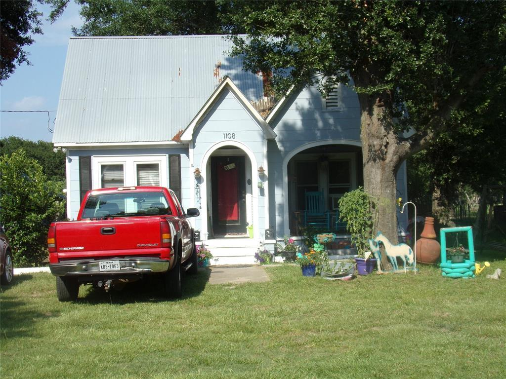 Pending | 1108 Silliman  Street Sealy, TX 77474 2