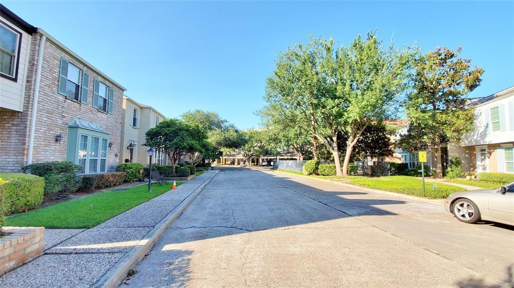 Pending | 7523 Brompton  Street Houston, TX 77025 16