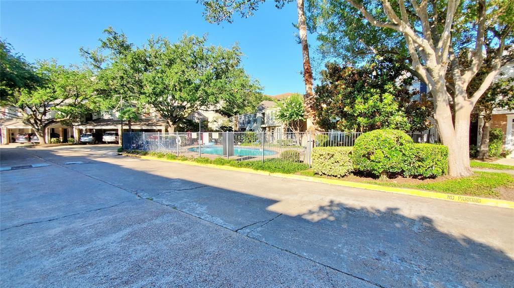 Pending | 7523 Brompton  Street Houston, TX 77025 17