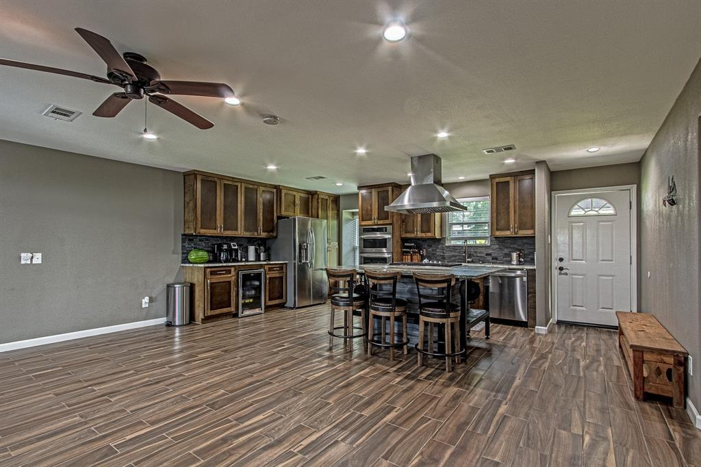 Active | 126 Magnolia Point Huffman, TX 77336 9