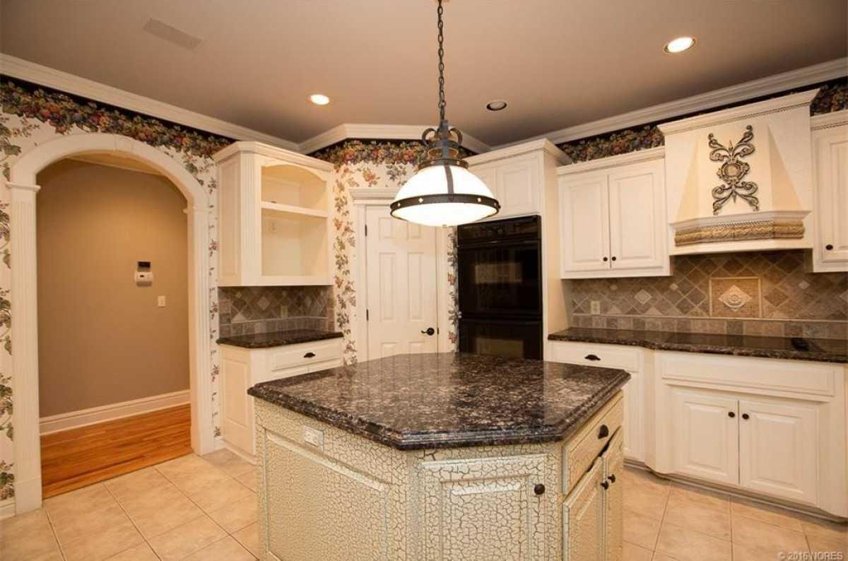Tulsa Luxury Homes | 11402 South Granite Place Tulsa, OK 74137 14