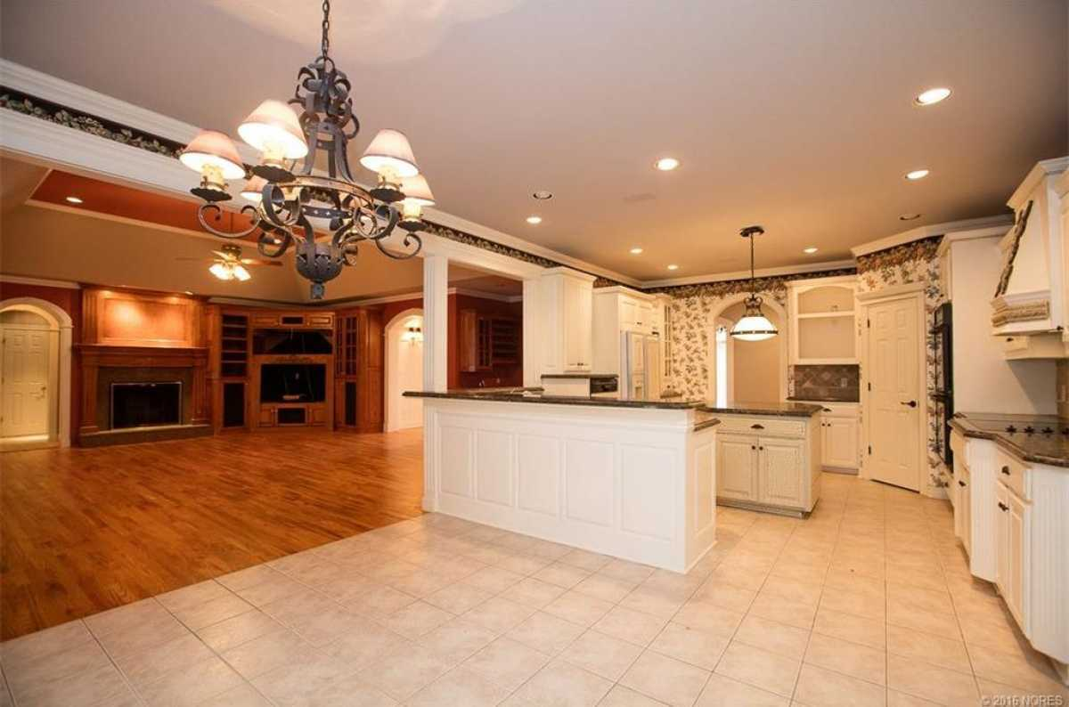 Tulsa Luxury Homes | 11402 South Granite Place Tulsa, OK 74137 16