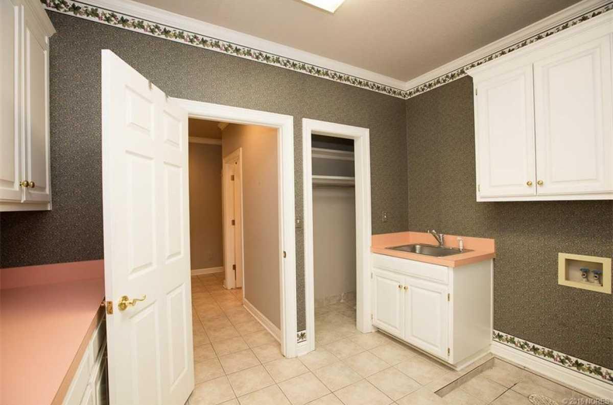 Tulsa Luxury Homes | 11402 South Granite Place Tulsa, OK 74137 18