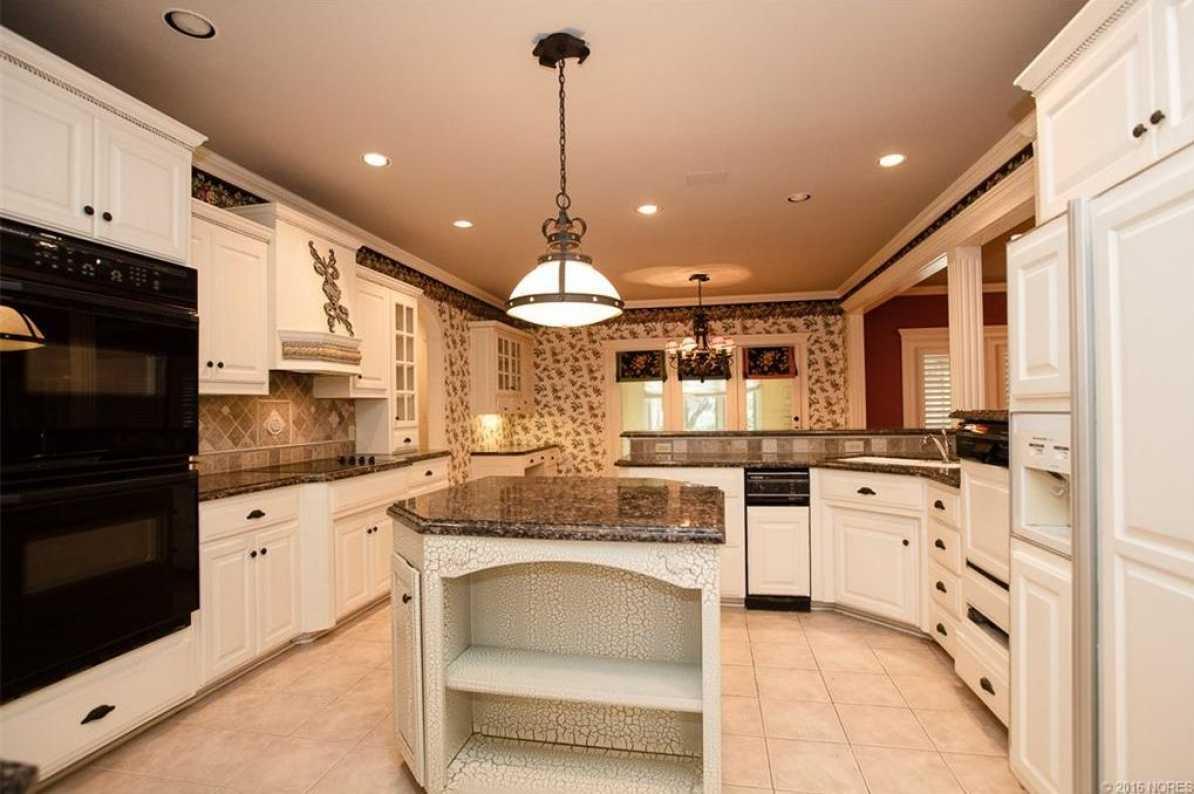 Tulsa Luxury Homes | 11402 South Granite Place Tulsa, OK 74137 3