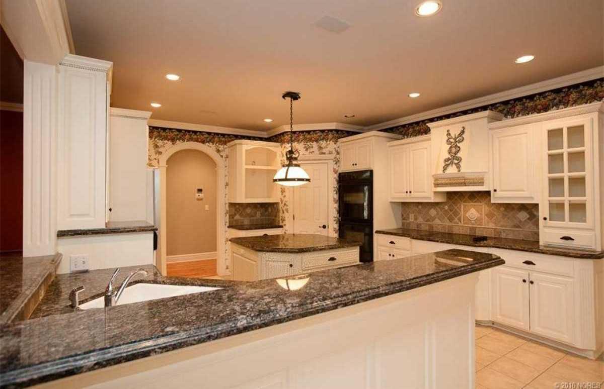 Tulsa Luxury Homes | 11402 South Granite Place Tulsa, OK 74137 32