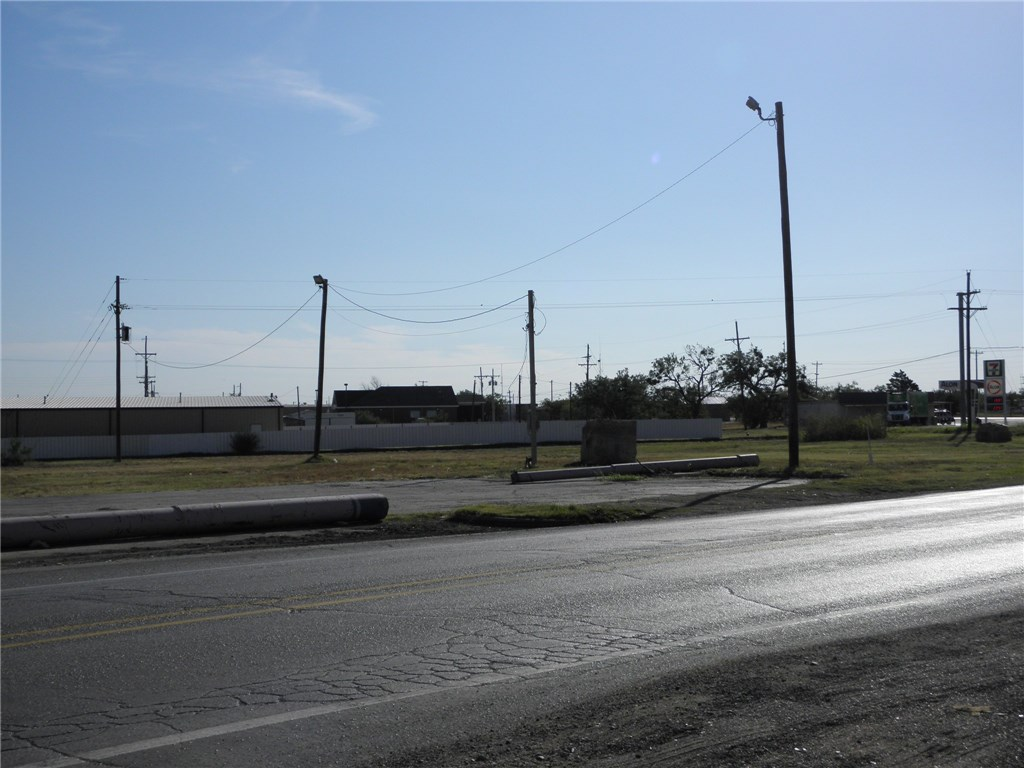 Active | 122 S Access Road Tye, TX 79563 4