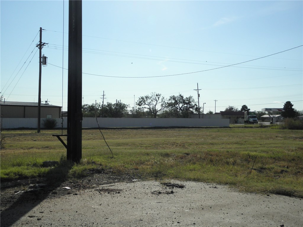 Active | 122 S Access Road Tye, TX 79563 5