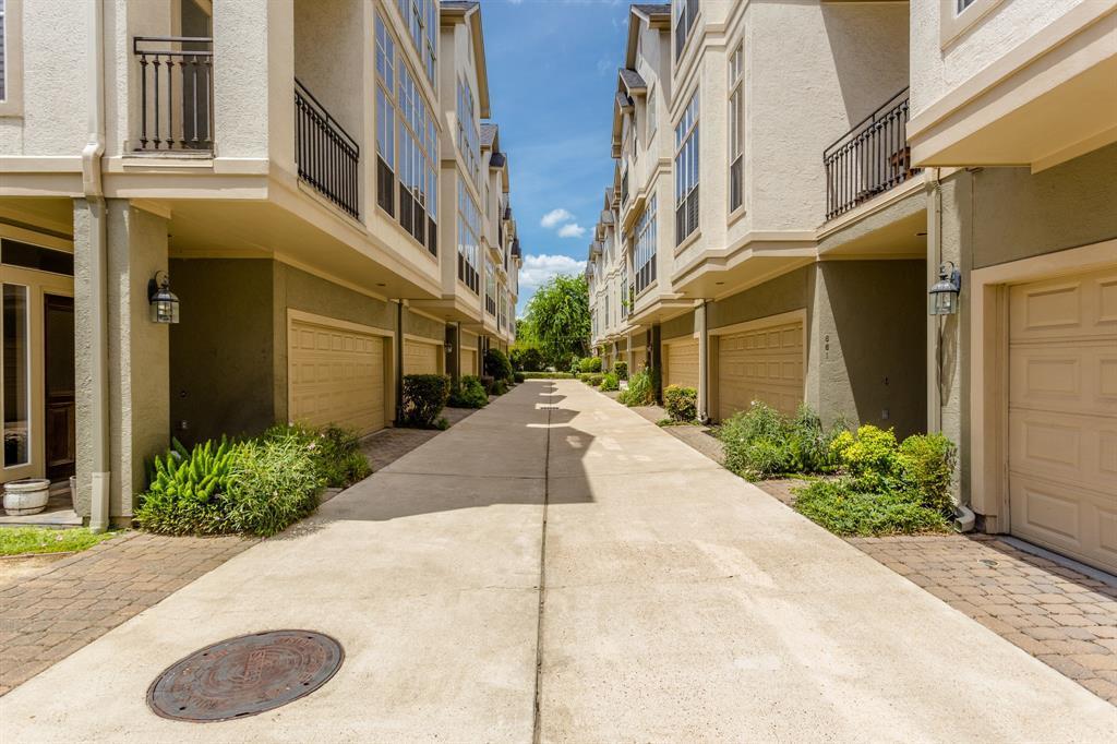 Active   643 Hartman  Street Houston, TX 77007 39