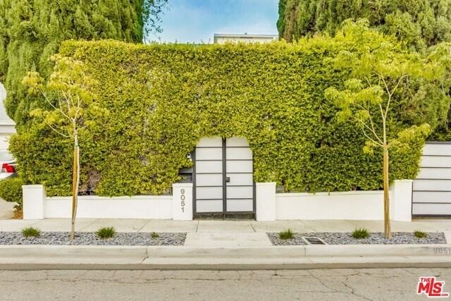 Closed | 9051 LLOYD  Place West Hollywood, CA 90069 20