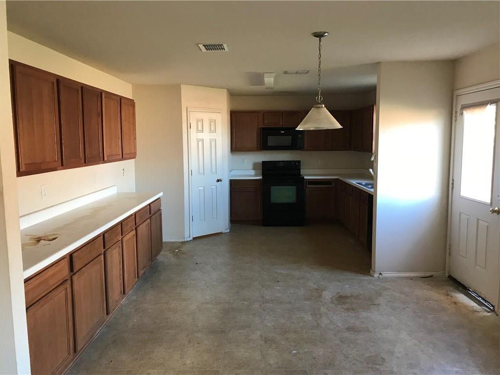 Sold Property | 815 Moss Glen Trail Arlington, Texas 76002 2