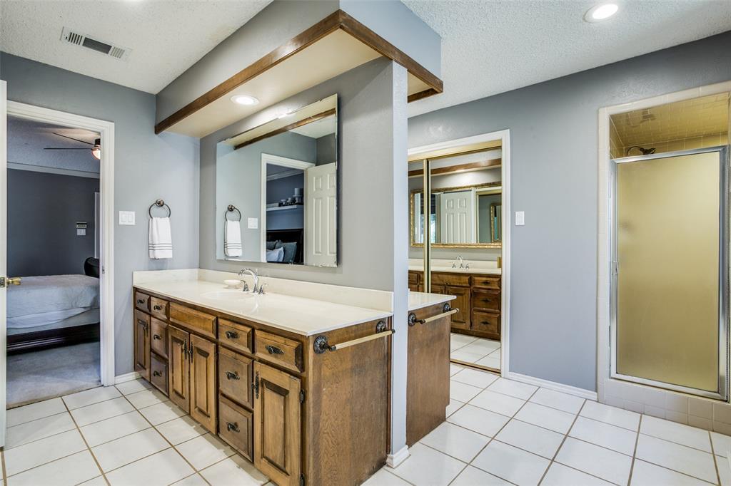 Sold Property | 3905 S Shadycreek  Drive Arlington, TX 76013 12