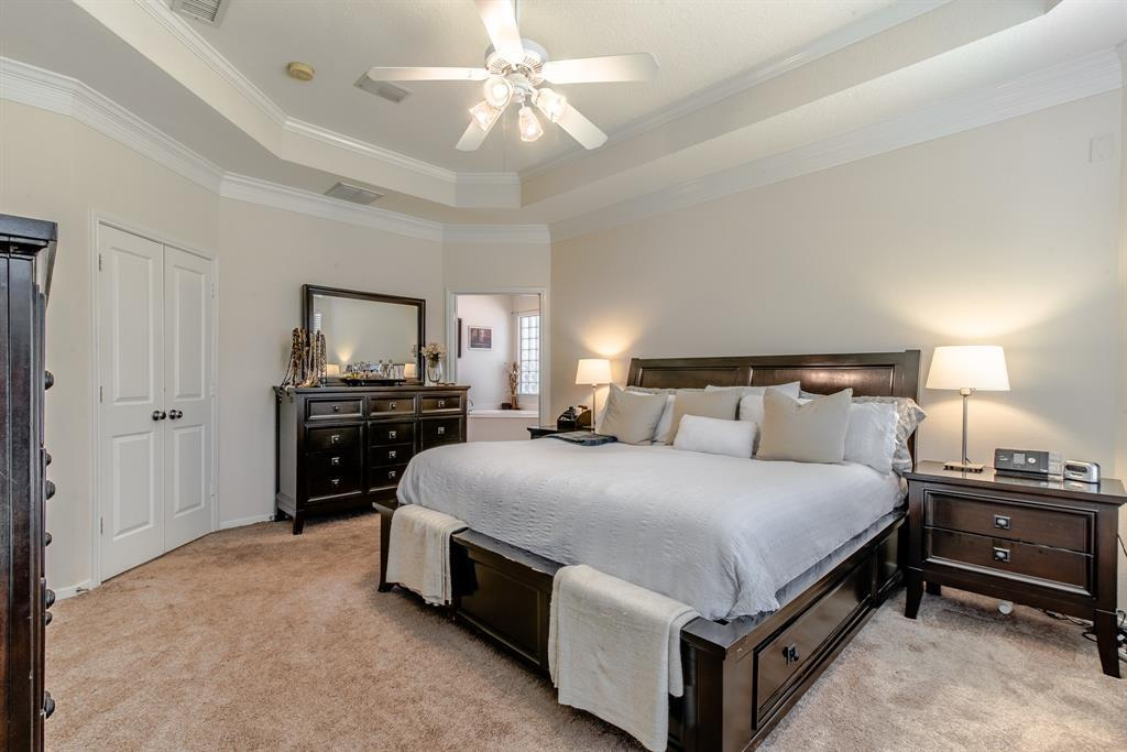 Pending | 26 N Plum Crest  Circle The Woodlands, TX 77382 3