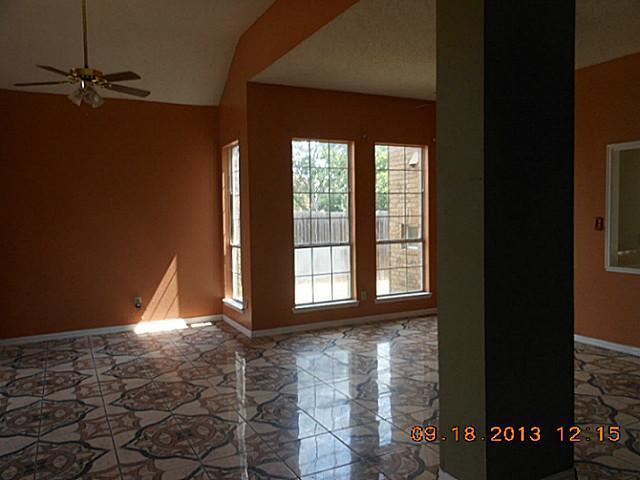 Sold Property | 521 Mercer Street Grand Prairie, Texas 75052 2