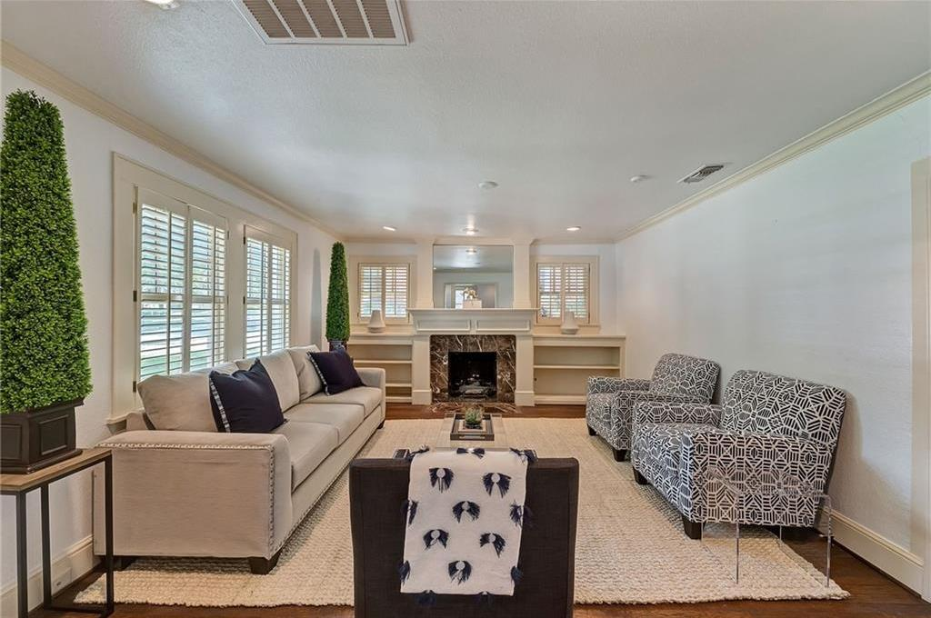 Active | 1200 Clover Lane Fort Worth, Texas 76107 1