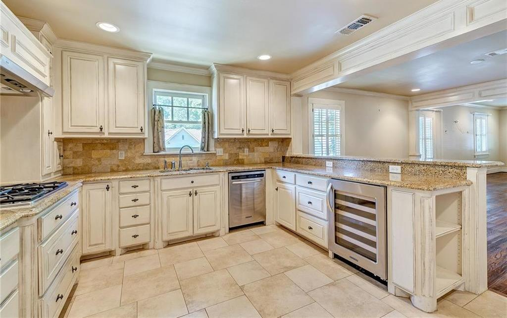 Active | 1200 Clover Lane Fort Worth, Texas 76107 11