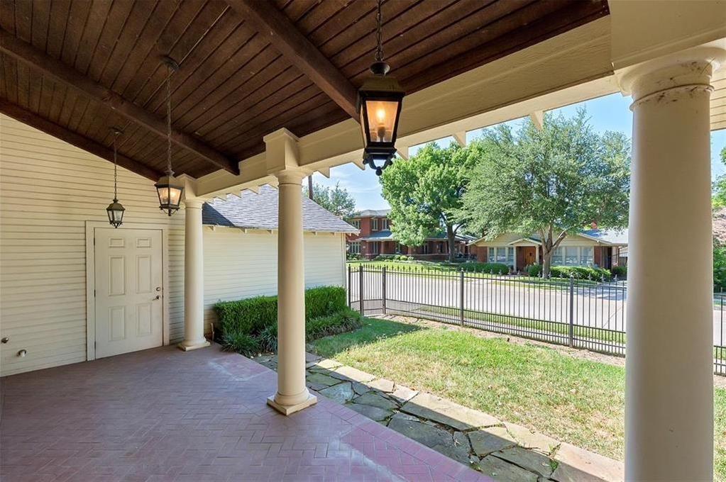 Active | 1200 Clover Lane Fort Worth, Texas 76107 20