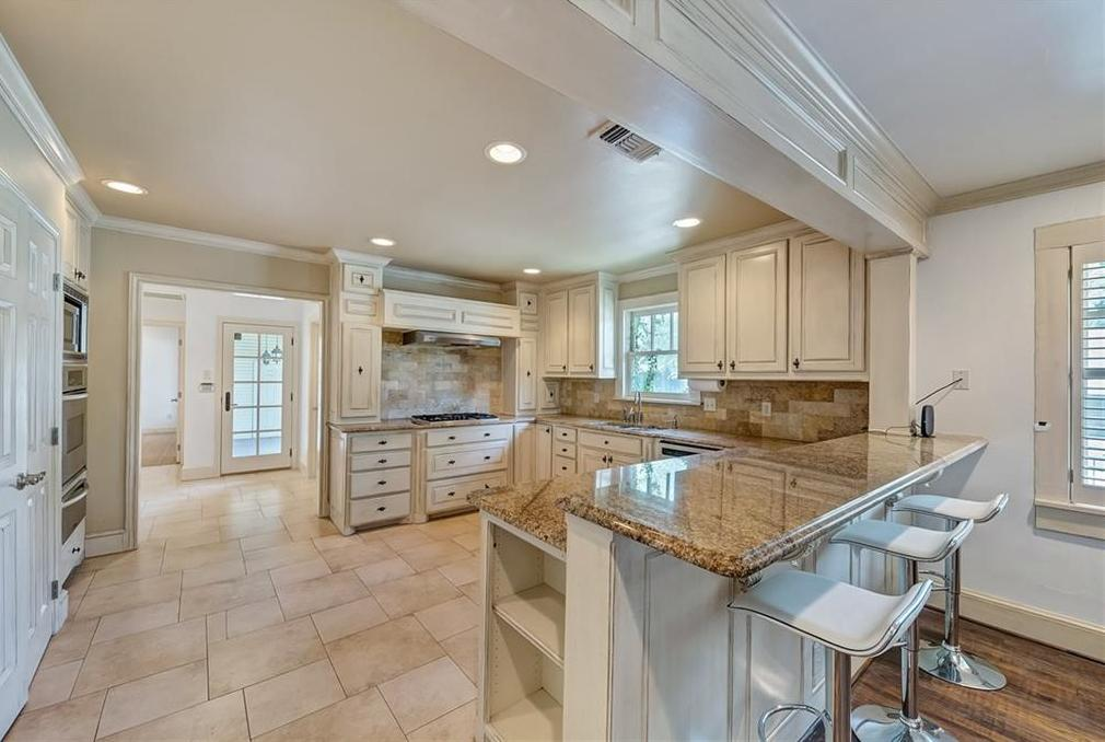 Active | 1200 Clover Lane Fort Worth, Texas 76107 8