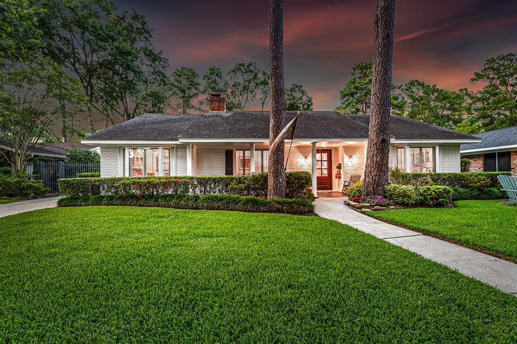 Briargrove Park, Houston House for sale, House with a pool,    10006 Cedar Creek  Drive Houston, TX 77042 3